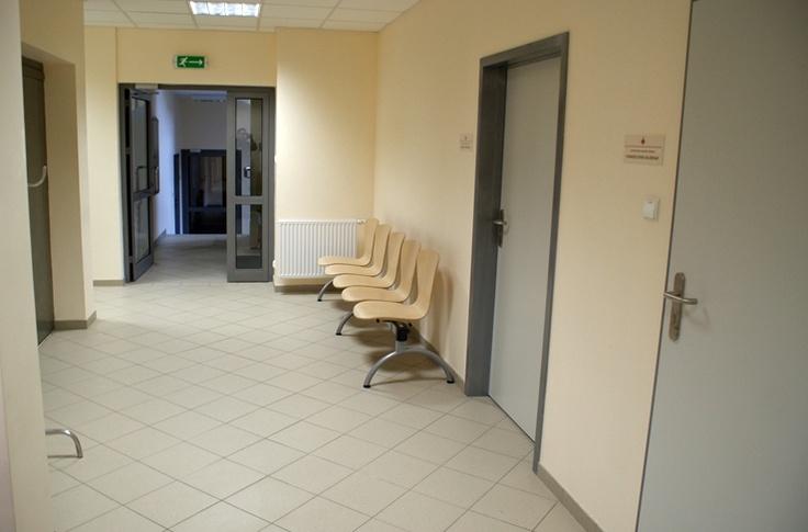 Poczekalnia dla Pacjentów parter w Bonifraterskim Ośrodku Zdrowia w ramach którego funkcjonują Poradnie Specjalistyczne -  zakończenie prac grudzień 2012r.