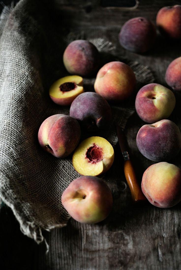 Pratos e Travessas: Bolo de pêssego, amoras e amêndoa # Peach, blackberry and almond cake   Food, photography and stories