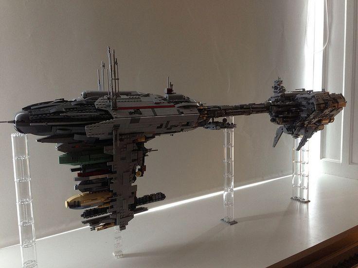 Espectacular fragata Nebulon-B de #Lego. Ojalá sacaran un set así...