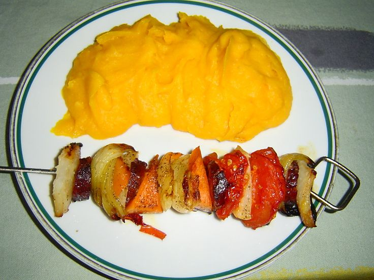Dýně Hokaido recepty. Ty nejlepší recepty z dýně Hokaido - dýňové polévky, dýňová kaše, karbanátky z dýni nebo dýňový kompot na 2 způsoby.