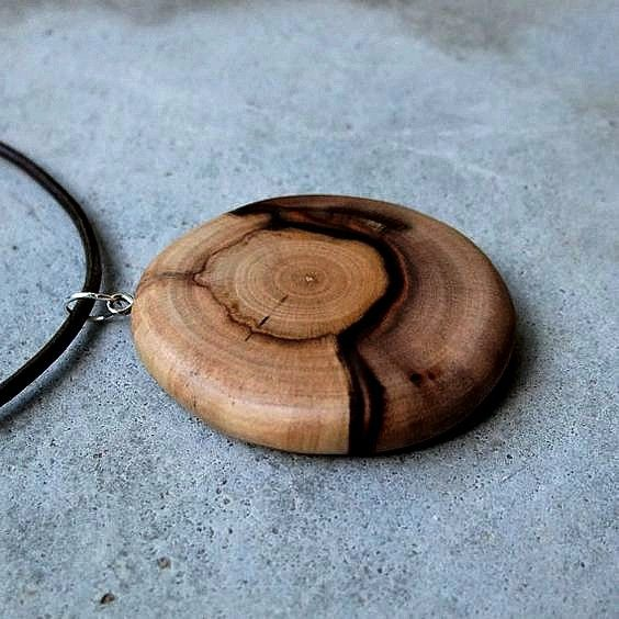 Wooden necklace wooden jewlery pinterest smykker for How to carve a wooden ring