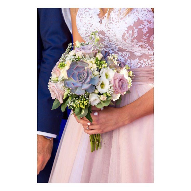 Maison Renata Marmara Real Brides #maisonrenatamarmara #wedding #weddingdress #weddingbouquet #weddingideas #bride #bridal #bridalgown