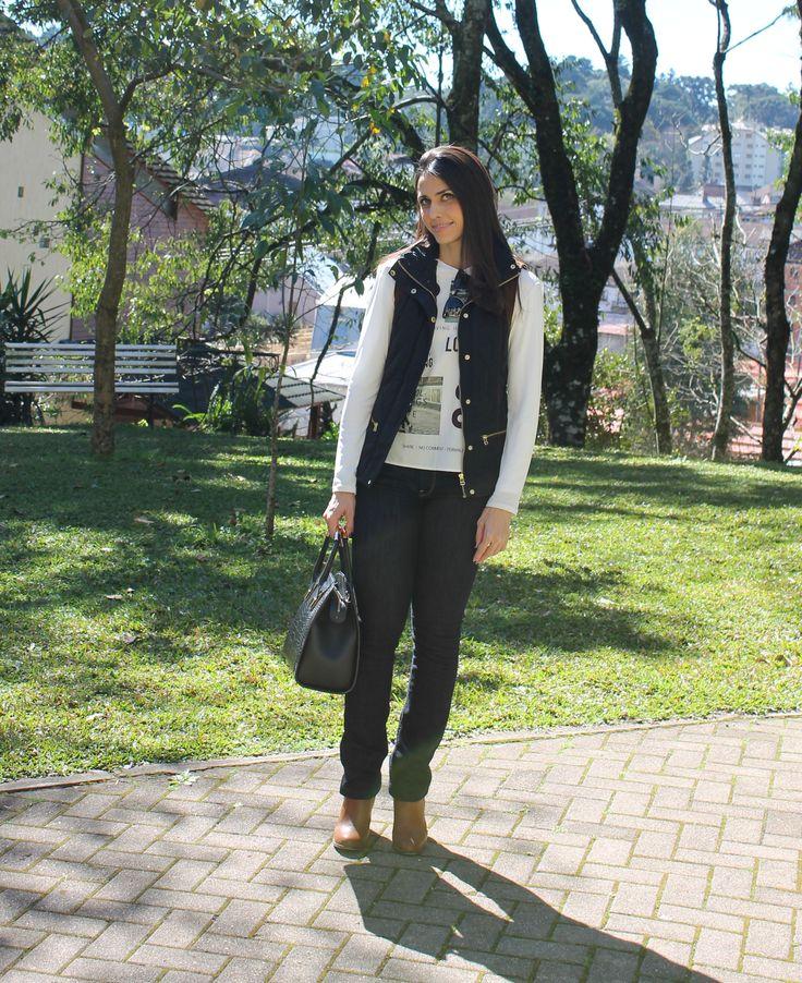 Blog Caca Dorceles. 2014. Meu look: Colete Acolchoado. Zara vest + Zara long sleeve t-shirt + 7 For All Mankind jeans + Zara boot +  Ray-ban glasses + Schutz handbag.