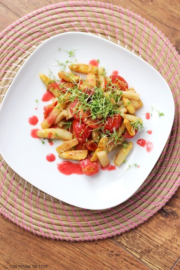 Penne im Topf: Spargel - Tomaten - Pfanne mit Himbeer - Vinaigrette