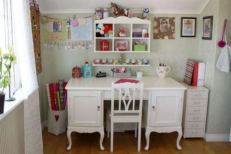 A bright space!Crafts Desks, Scrapbook Room, Crafts Area, Room Inspiration, Crafts Spaces, Crafts Room, Room Ideas, Crafts Corner, Creations Crafts