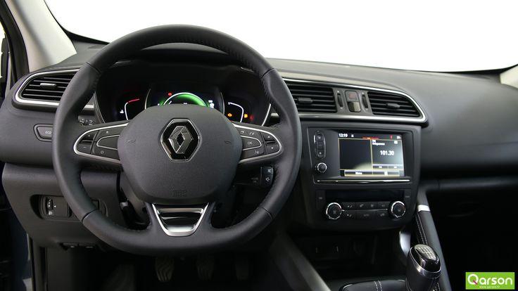 Le Kadjar est équipé du Bluetooth qui vous permet de connecter facilement votre smartphone au sytème média du véhicule. Le système Easy Park Assist identifie une place de parking disponible grâce aux capteurs. Il prend alors la main sur les créneaux et la direction pour vous aider à vous garer. Le conducteur garde tout de même le contrôle du freinage et de l'accélération pendant les manœuvres. Le véhicule vous alertera en cas d'obstacle latéral.