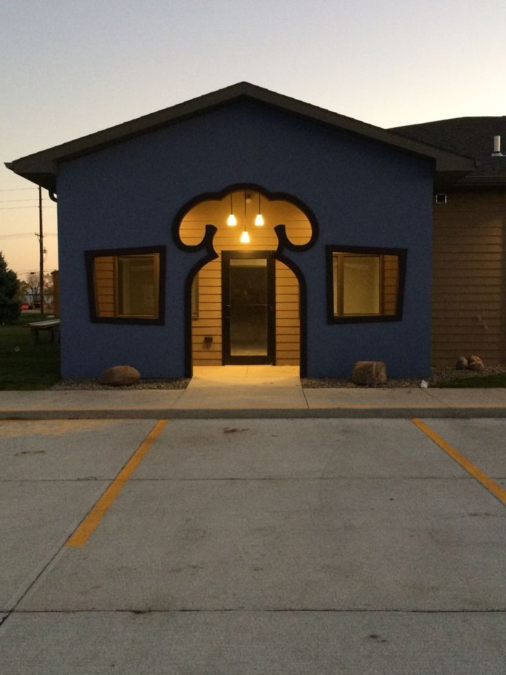 Entrance to the boarding and grooming part of the veterinary clinic in Norfolk, Nebraska. 2015
