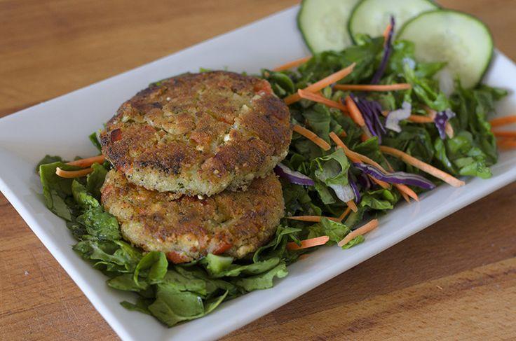 Nueva receta vegetariana (vegana) para disfrutar de una deliciosa y sana hamburguesa de tofu, quinoa y brócoli.