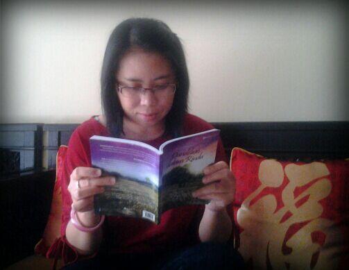 Adwi Hastuti di Depok bersama bukuku DdR