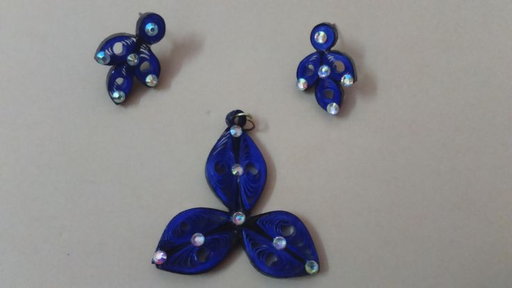Quilled dark and light color combo flower stud