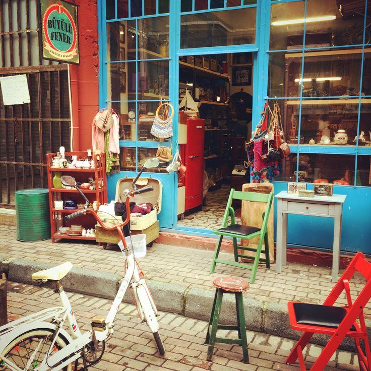 Dükkan önünde çay keyfi <3  #sandık  #valiz #canta #sandalye # vintage #retro #antique #nostalgia #shop #store #dukkan #varil #chest  #box