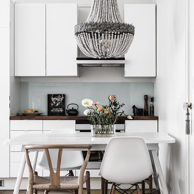 ★ Långholmsgatan 13 2 rum och kök med balkong högst upp i gårdshuset Ansvarig Mäklare: Olivia Raaé ———————————————————————— #interior #interiordesign #nordiskahem #södermalm #home #realeatate #livingroom #scandinavianhome #interiordecor #interiØr #bedroom #photooftheday #interior4all #interiors #interior123 #design #room #roomforinspo #instahome #skandinaviskehjem #m #interiorforyou #interiordetails #instagood #retro #vintage #homedecore #homesweethome #instaday
