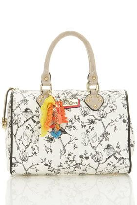 the bird print just give the hint for me to grab this bowling bag..hehe ^^,