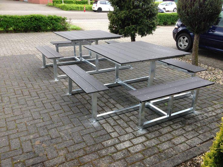 Quatro ( vierkante) picknicktafel, veel zitruimte en makkelijke instap. ook geschikt voor minder validen of rolstoel gebruikers.