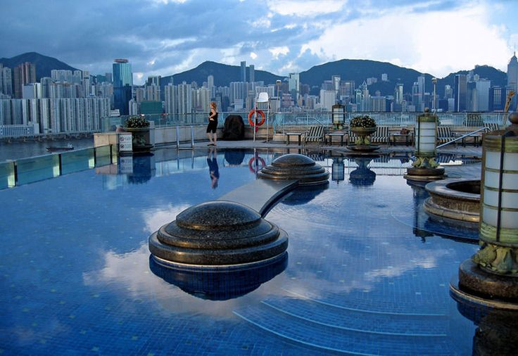 Piscina sul tetto dell'Harbour Plaza Hotel – Hong Kong