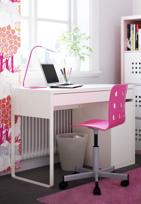 Turn your New Year's resolution into a reality! Real solution #9: The MICKE desk is compact enough for tight spaces, but features spacious integrated storage.