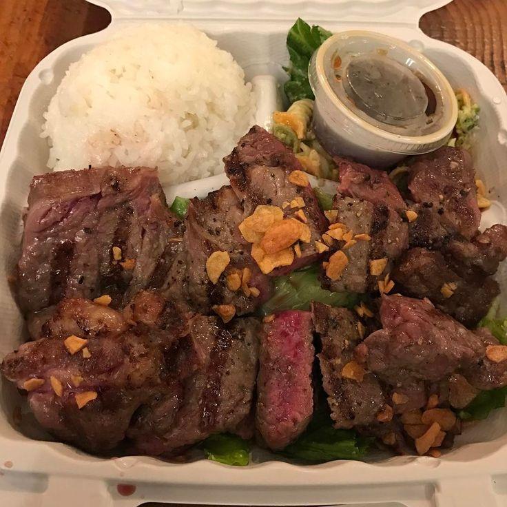 モンサラット通りの「パイオニアサルーン」で、リブアイステーキのプレートランチ。美味い!!!14ドルとちょっと高めですが、肉は300グラムくらいあり、ボリューム十分。