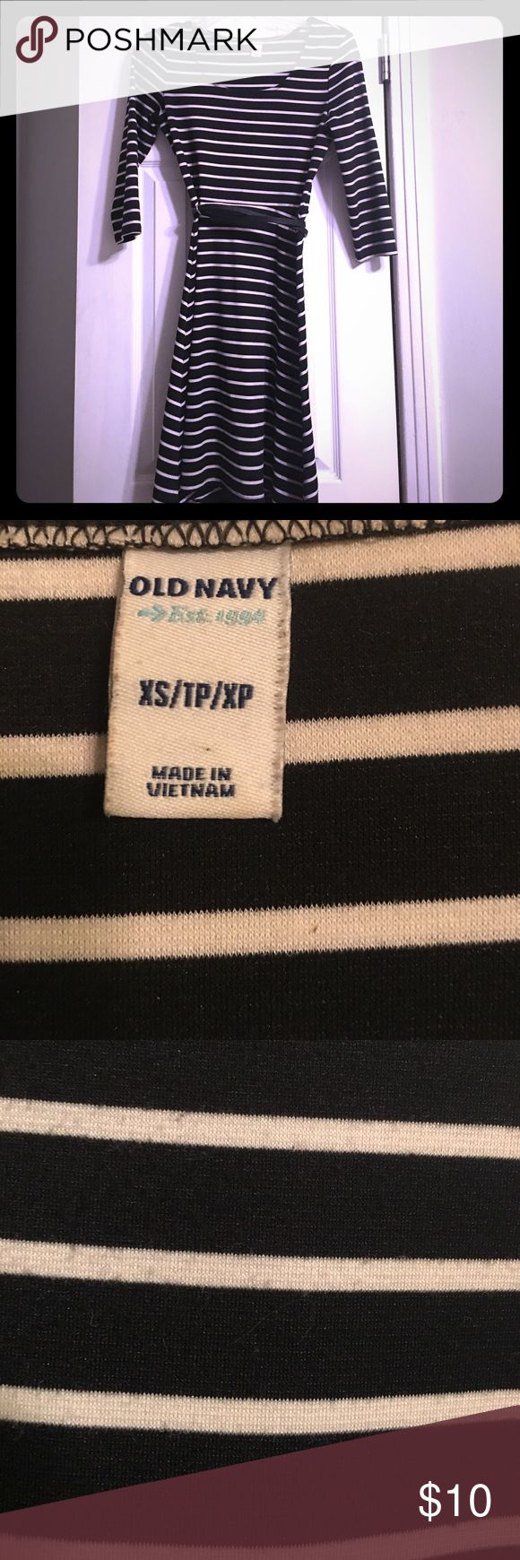 Old Navy striped dress Super flattering dress, fitted at waist. Purchased at Old Navy and in great condition. Size XS and includes belt. Old Navy Dresses