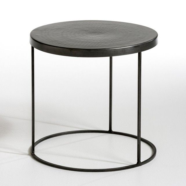 Side table with a cylindrical shape.Features:In metal with an antique finish.Top with a hammered finish.Size:Diameter: 40 x H.40cm. Dimensions and package weight :L.48 x H.48 x D.48cm/6.4kg.