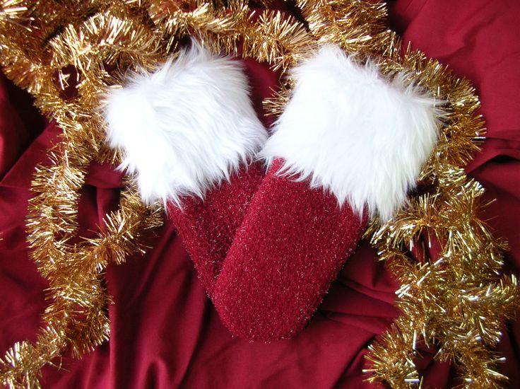 Mitaine pour dames, mitaine recyclée, matériaux recyclés, mitaine de laine, laine bouillie, fourrure blanche, mitaine Mère Noël, mère Noël de la boutique CroqueMitaines sur Etsy