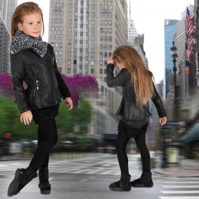 Стилно дизайнерско яке, което ще осигури неповторима визия на вашето дете и ще бъде добро решение за хладните дни. Това яке ще заеме достойно място във всеки един гардероб на всяко едно момиченце.