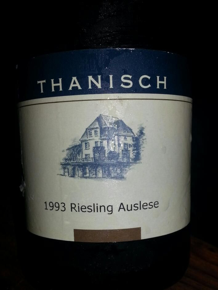 Degustace ryzlinků v Ambiente Brasileiro - U Radnice. Moselský Ryzlink od Thanische, to mluví samo o sobě. Dokonalá ukázka toho, že i některá bílá vína jsou vhodná k archivaci.
