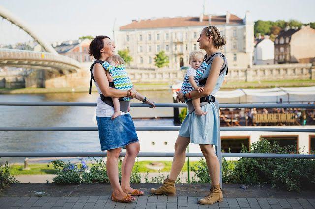 WOMAR Zaffiro babycarriers - nosidełko ergonomiczne Zaffiro Care na sesji zdjęciowej w Krakowie.