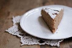 torta soffice di farina di castagne e mandorle