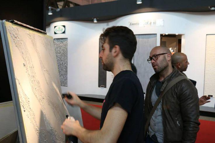 Paolo al lavoro per mostrare ai nostri Friend come applicare Segui il Tuo Isinto. #interiors #design #decorazione #casa #pitturadecorativa #pareti #ggf #paintwall #wallpaint #decoration #home #wall
