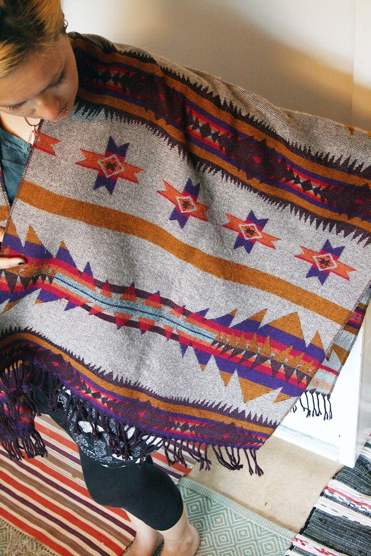 Ponchoartiger Überwurf mit Navajo-Muster, günstig auf dem Flohmarkt gefunden - irrsinnigerweise von H&M.