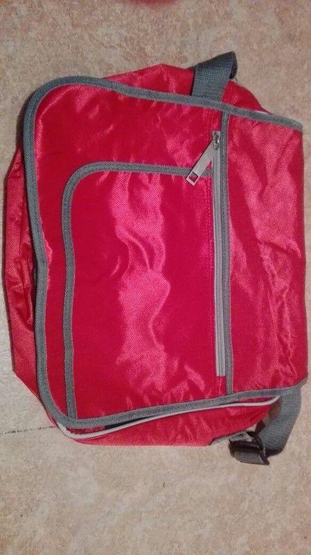 Sportowa duża czerwona torebka