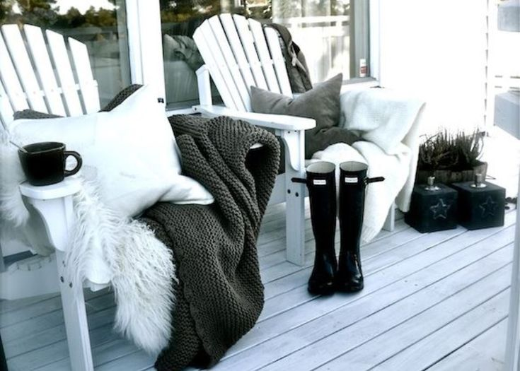 A black on white winter look.