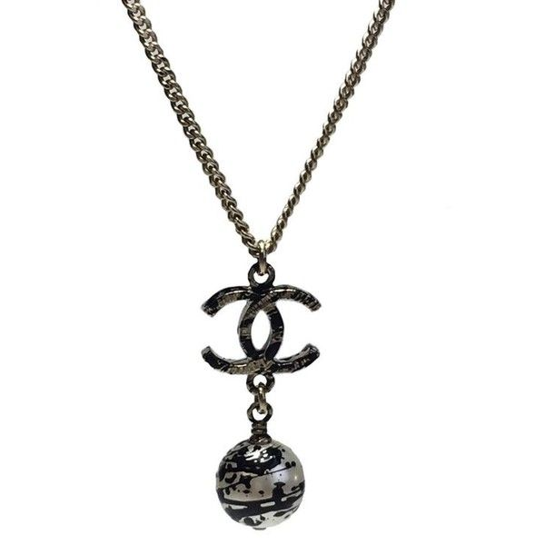 Chanel Pendant Necklace In Gilded Metal And Pearl With Graffiti Effect ($801) ❤ liked on Polyvore featuring jewelry, necklaces, black, pendant necklaces, chain necklaces, chain pendant necklace, metal chain necklace, chain pendants and vintage necklace pendants