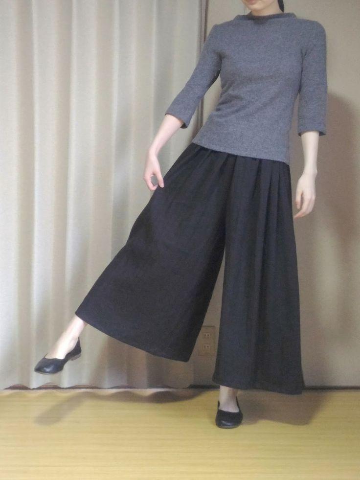 スカンツ(ガウチョパンツ)の無料型紙と作り方 スカンツの簡単な作り方です。 ガウチョパンツ、ワイドパンツ、スカーチョ、キュロットスカートとも言えそうです。 構造はパンツです。 後ろからみてもスカートのように見えます。 型紙なしで作ることができます。布...