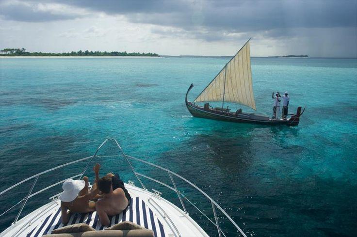 Hotel #JaManafaru #Maledivy #AtolHaaAllifu #viawebtourhttps://goo.gl/h7AMOg Luxusní a privátní ubytování s vlastními bazény, které je citlivě zakomponováno do původní bujné ostrovní vegetace.
