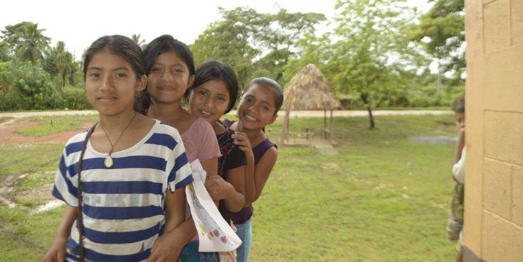 prevenir embarazos y matrimonios prematuros de miles de niñas y adolescentes en zonas rurales de Guatemala  n Guatemala no existen censos actualizados en las zonas rurales. Por eso, la organización información de la población en las comunidades.