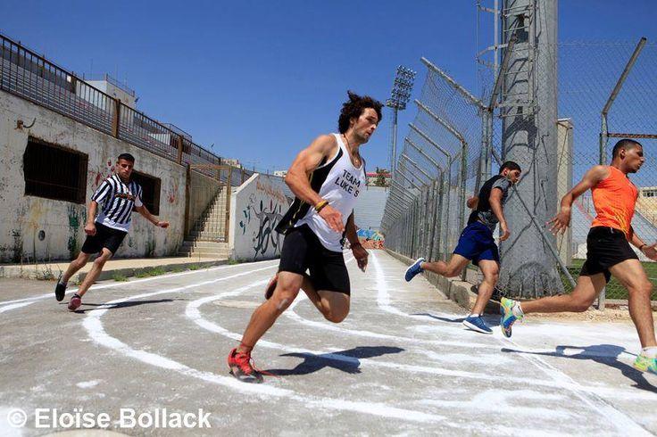 Mohammed is een Palestijnse jongeman met een droom: een Olympische medaille halen voor Palestina. Hij traint momenteel sinds januari 2016 in Texas. Ik ben gefascineerd. Hoe wil hij Olympisch atleet worden? En wat metde politieke impasse waarin Palestinaverkeert?