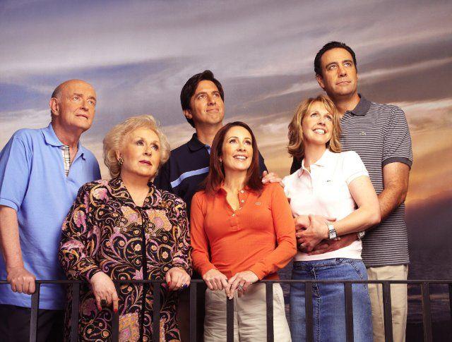 Still of Peter Boyle, Brad Garrett, Patricia Heaton, Doris Roberts, Ray Romano and Monica Horan in Everybody Loves Raymond (1996)