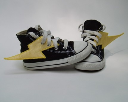Super hero shoes.....@Andrea Gonzales Osterberg you have got to make these for the boys!!! Caleb would love these so much!!
