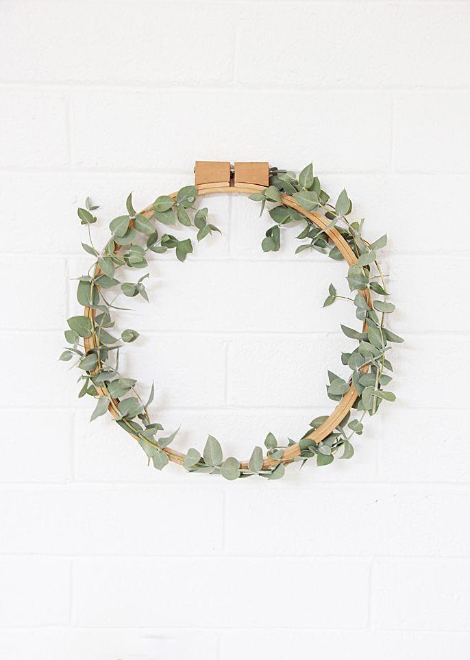 A Bubbly Life: DIY Simple Eucalyptus Wreath