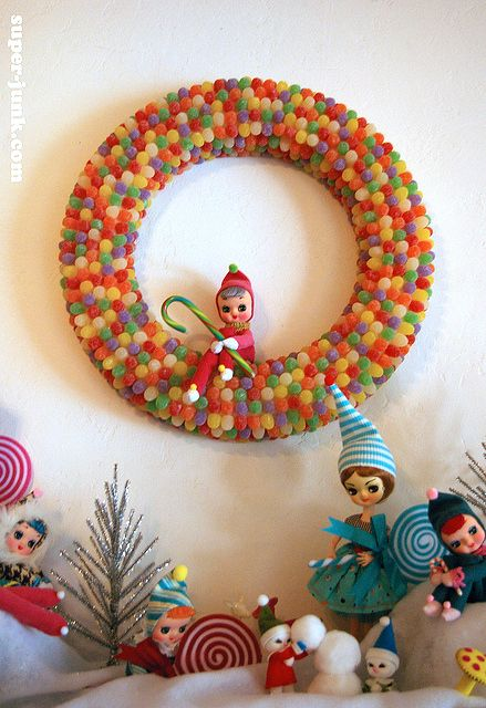 love the wreath...use to have a garland made of those...sigh
