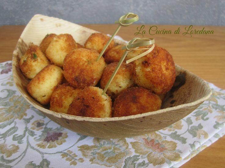 Piccole e morbidissime Polpette di Patate e Ricotta da mangiare in un solo boccone, cotte in forno o fritte, per la gioia dei piccoli di casa e non solo...