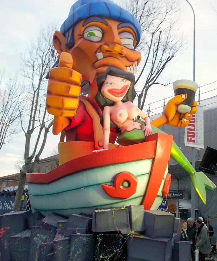La tipica #Moretta in mano al tradizionale #pescatore nella #tradizione del #carnevale di #fano  #carnevaledifano2015