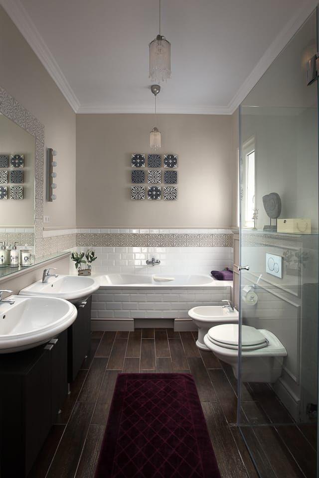 Gyönyörű színek, minőségi anyagok és kiegészítők adják ennek a fürdőnek az eleganciáját és stílusát. Tervező: Szakos Andrea