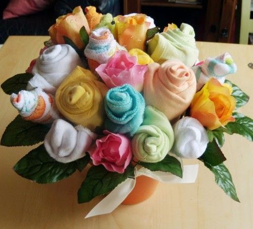 this would make the cutest present! onsies rolled to look like flowers