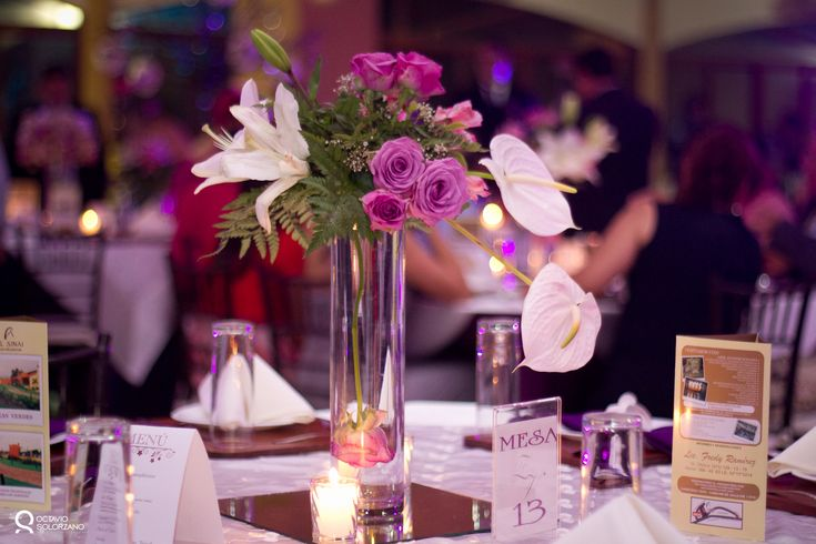 Centro de mesa para 15 a os decoracion xv pinterest for Mesas decoradas para 15 anos