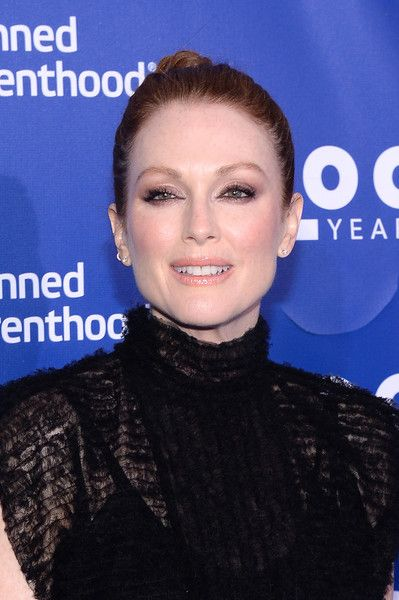 Julianne Moore Twisted Bun - Julianne Moore wore a classic and elegant twisted bun at the Planned Parenthood 100th anniversary gala.