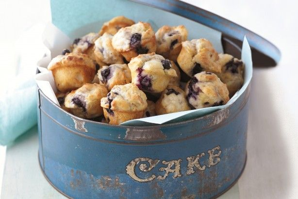 If you're short on time but big on flavour, these little blueberry and banana cakes are the perfect solution!