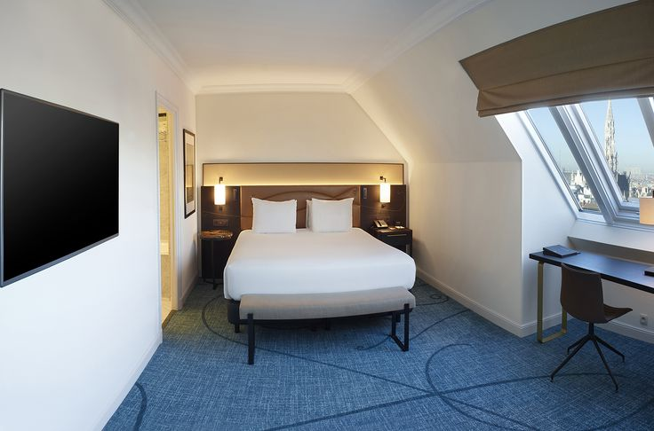 Upgrade yourself to a spacious Junior Suite and relax in the living area with sofa whilst enjoyig the view over the city - Hilton Brussels Grand Place