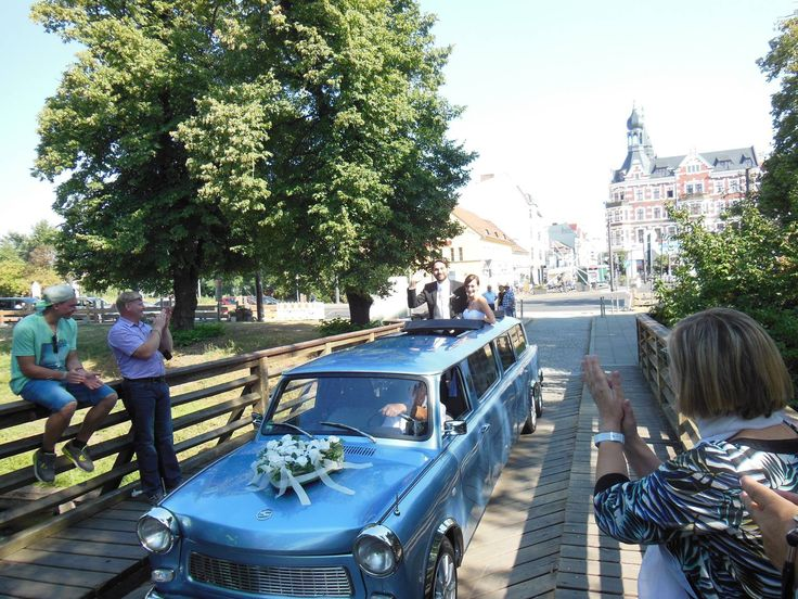 #Hellblaue #Trabant #Wedding #Luxuslimouisine